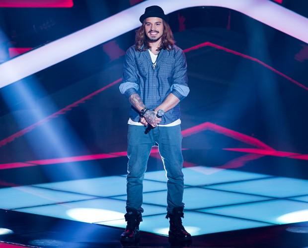 Kim Lírio canta rock no palco do reality (Foto: Isabella Pinheiro/ TV Globo)