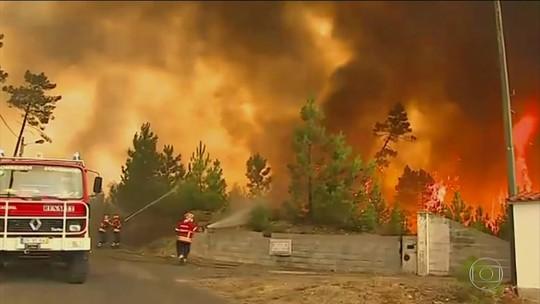 Incêndio obriga 10 mil pessoas a deixarem casas na França