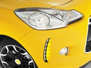Detalhe para os LEDs da luz diurna; DS3 traz luxo para a marca francesa (Foto: Divulgação)