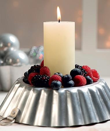 Arranjo de frutas ou castiçal com decoração natural? A sugestão é um pouco dos dois (Foto: Foto Iara Venanzi | Realização Cláudia Pixu | Produção Ellen Annora)