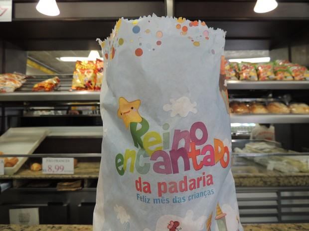 """""""Reino Encantado da Padaria"""" é do tema dos saquinhos de pão para o mês de outubro (Foto: Pedro Carlos Leite/G1)"""