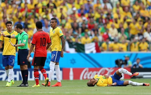 Brasil x México Neymar falta (Foto: Jefferson Bernardes)