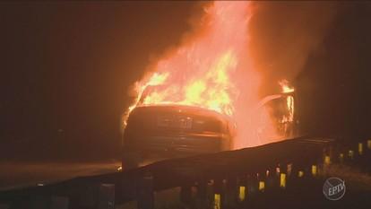 Carro pega fogo e motorista é detido por ingerir bebida alcoólica na Rodovia Santos Dumont