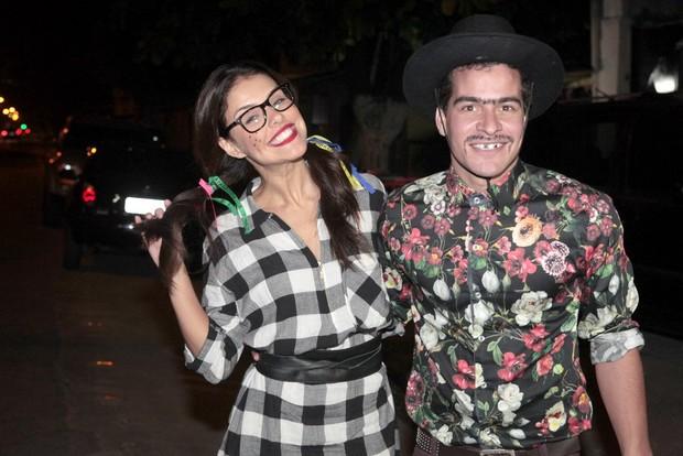 Paloma Bernardi e Thiago Martins em festa na Zona Oeste do Rio (Foto: Isac Luz/ EGO)