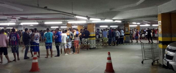 Torcida do Bahia faz fila em estacionamento de shopping para comprar ingresso (Foto: Jorge Carneiro/Acervo pessoal)