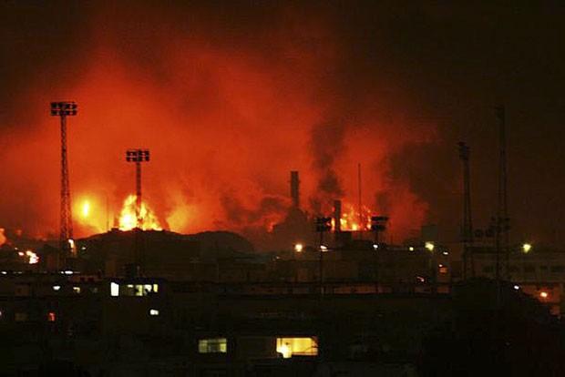 Acidente ocorreu na refinaria de Amuay, maior do país. (Foto: Daniela Primera/AP)