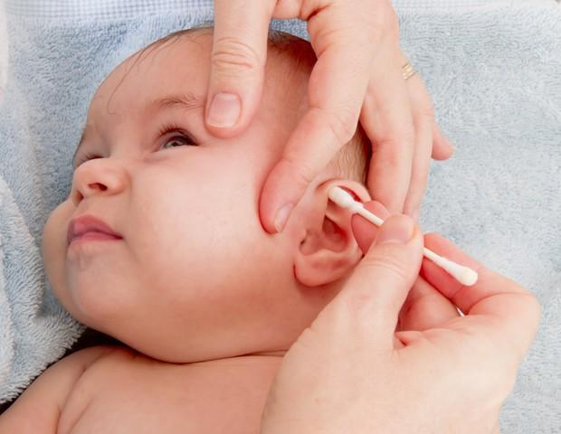 Limpar o ouvido com hastes flexíveis nem sempre é uma boa ideia (Foto: Thinkstock)
