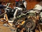 Motorista morre após carreta tombar e percorrer 30m em Assis