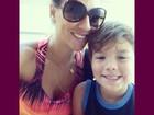 Ex-BBB Analy curte férias com o filho