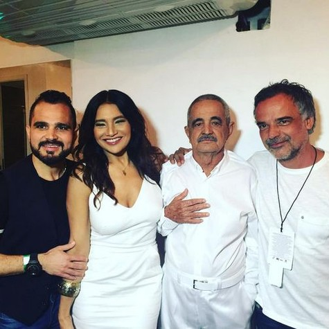 Dira Paes com Luciano, Zezé e Francisco Camargo no carnaval (Foto: Reprodução)