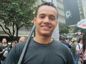 Rodrigo Lucas, presidente da Umes, disse que a união de estudantes secundaristas aderiu ao ato pela importância da causa (Foto: Ana Carolina Moreno/G1)