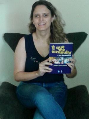 A pesquisadora Ludimila Stival Cardoso publicou um livro com sua dissertação de mestrado sobre Chaves (Foto: Arquivo pessoal/Ludimila Stival Cardoso)
