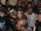 Presença de Ivete Sangalo causa tumulto na Sapucaí, no Rio