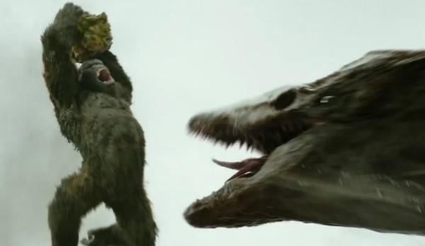 A batalha de Kong contra um monstro gigante em 'Kong: A Ilha da Caveira' (Foto: Reprodução)