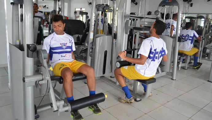 Jogadores do Ariquemes treinam em academia (Foto: Franciele do Vale)