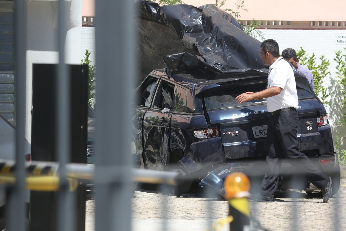Carro de Isis Valverde (Foto: Delson Silva/ AgNews)