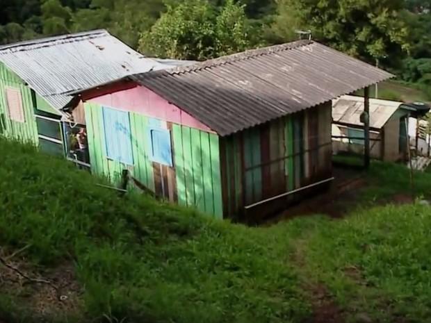 Defesa Civil segue monitorando casas atingidas por temporal em Santa Maria (Foto: RBS TV/Reprodução)