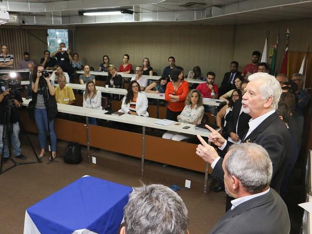 Prefeito assinou projeto na Câmara de Vereadores (Foto: Luciano Lanes, divulgação /PMPA)
