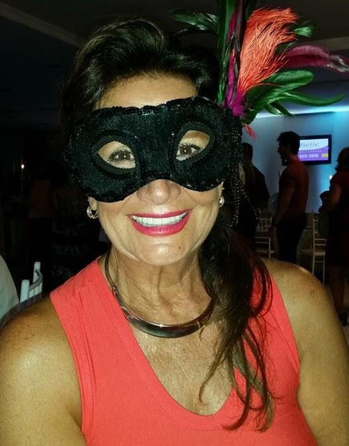 Ieda usa máscara no Carnaval em Capão da Canoa (Foto: Arquivo pessoal)