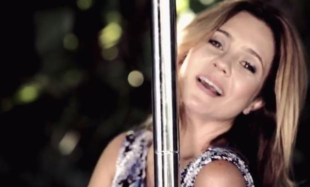 Famosos fazem participação no clipe Pole Dance de Ana Carolina (Foto: Reprodução / Youtube)