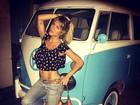 Giovanna Ewbank deixa barriga à mostra ao posar para foto