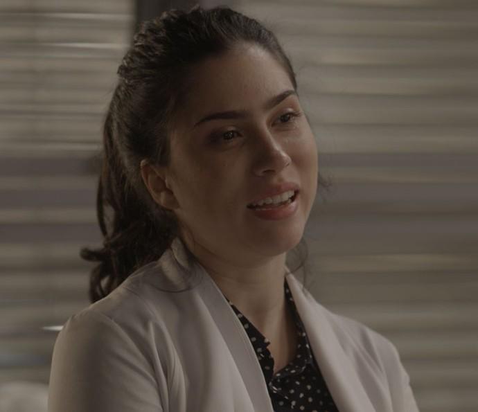 Débora fica confusa e pensa em perdoar a mãe (Foto: TV Globo)