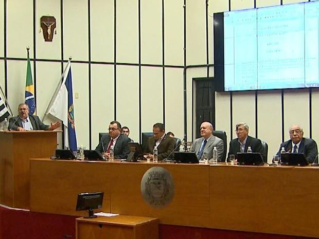 Representantes de municípios da região discutiram superlotação de hospitais na Câmara de Ribeirão Preto (Foto: Ronaldo Gomes/EPTV)