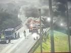 Caminhão e carro pegam fogo após acidente e bloqueiam BR-290 no RS