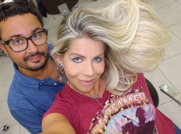 Karina Bacchi e o seu cabeleireiro, Fabinho Araujo (Foto: Arquivo pessoal)