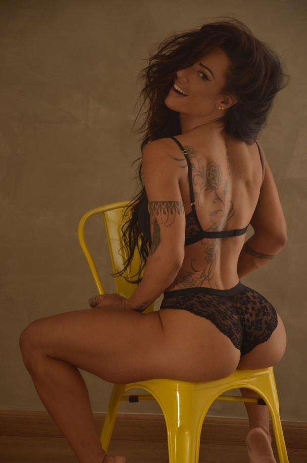Sue Lasmar posa de lingerie (Foto: Divulgação)