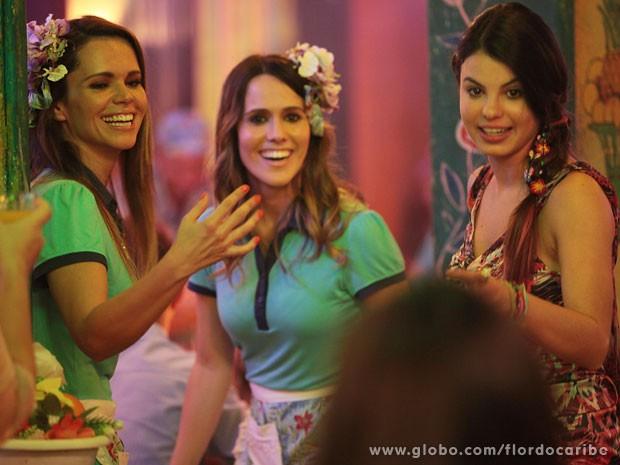 Viviane Victoretti, Fernanda Pontes e Sthefany Brito se divertem no intervalo de gravação (Foto: Flor do Caribe / TV Globo)