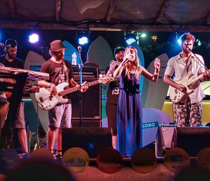 Mari Cardoso se apresenta com banda Jamz em show no Rio (Foto: Arquivo Pessoal)