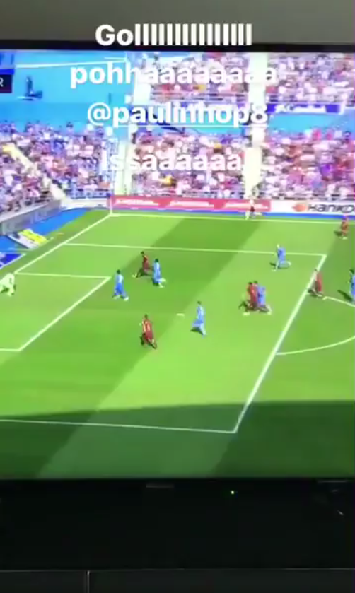 BLOG: Daniel Alves volta a torcer para o Barça, ao menos para festejar gol de Paulinho