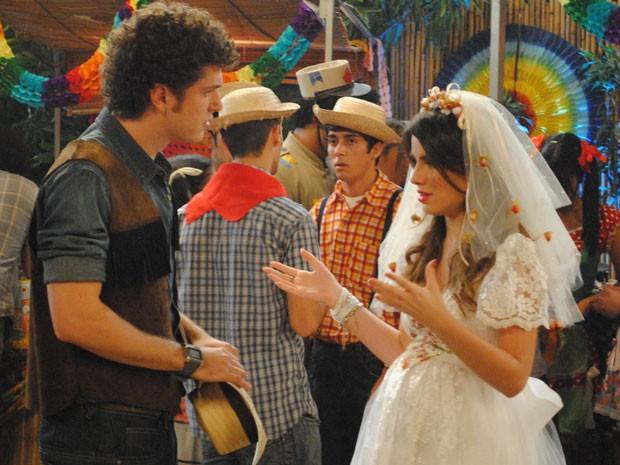 Cristal explica que vai casar com Tomás porque não quer ser mãe solteira (Foto: Malhação / Tv Globo)