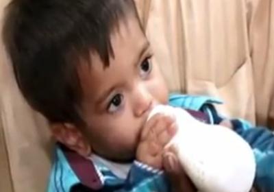Muhammad Mosa Khan, de apenas 9 meses, está sendo acusado de tentativa de assassinato (Foto: Reprodução/YouTube)
