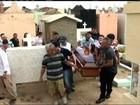 Corpo de policial civil morto após tentativa de assalto é sepultado no CE