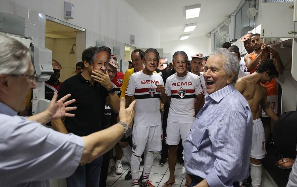 Juvenal Juvêncio foi homenageado pelos jogadores em sua despedida da presidência, em 2014