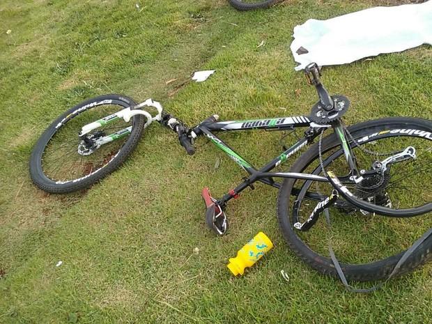 Ciclista morreu no local do acidente (Foto: PRF/Divulgação)