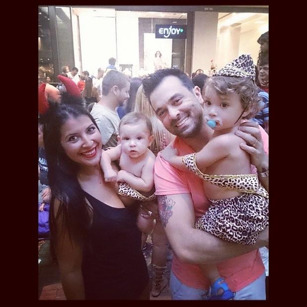 Priscila Pires e família (Foto: Reprodução/Instagram)