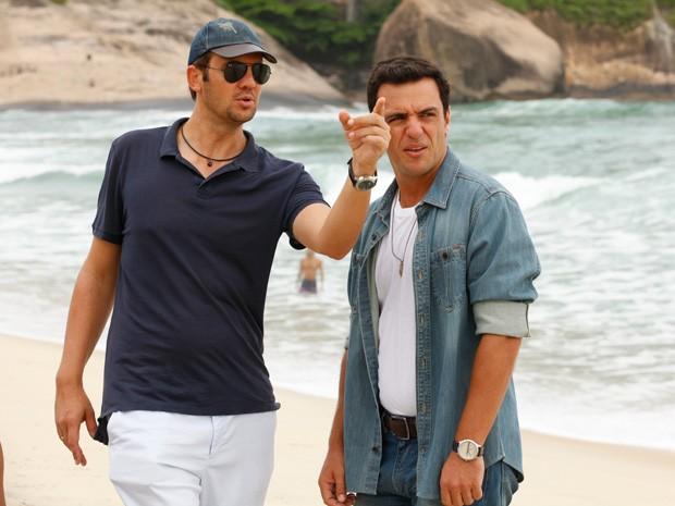 Lombardi ouve as orientações de Alexandre para a cena (Foto: Salve Jorge/TV Globo)