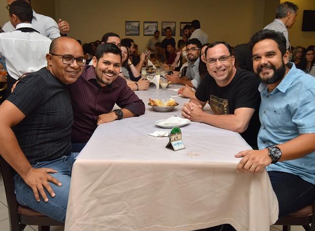 Colaboradores em momento de descontração (Foto: Divulgação/TV Asa Branca)
