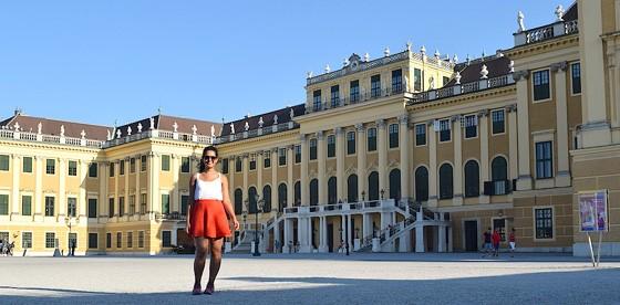 """Luíza Antunes em Viena, na Áustria. """"Hoje, sinto mais vontade de conhecer os lugares por mais tempo, com mais calma"""", conta (Foto: Acervo Pessoal)"""