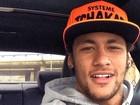 No carro, Neymar faz selfie e filosofa com frase de autor português