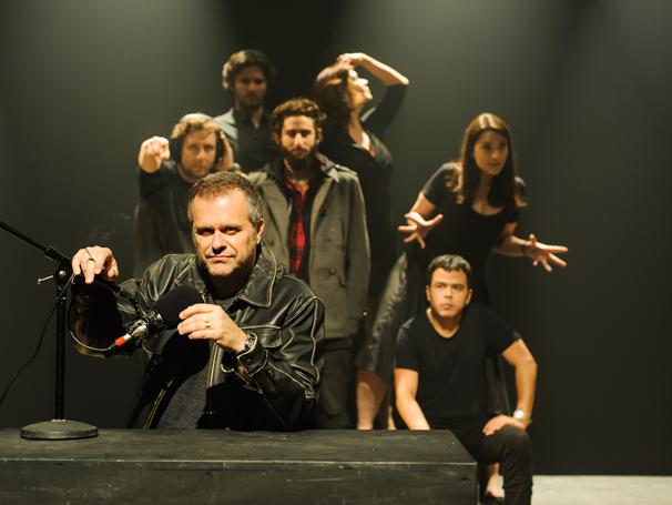Leonardo Franco é idealizador da peça e vive o locutor Barry Champlain  (Foto: Rogerio Von Kruger)