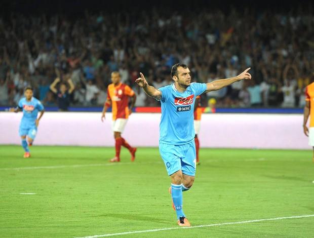 Pandev comemora gol do napoli contra o Galatasaray (Foto: Agência EFE)