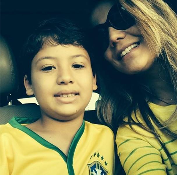 Nivea Stelmann e filho em clima de copa do mundo (Foto: Instagram / Reprodução)