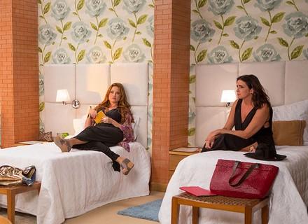Leonora, Rebeca e Penélope planejam fugir do spa sem pagar