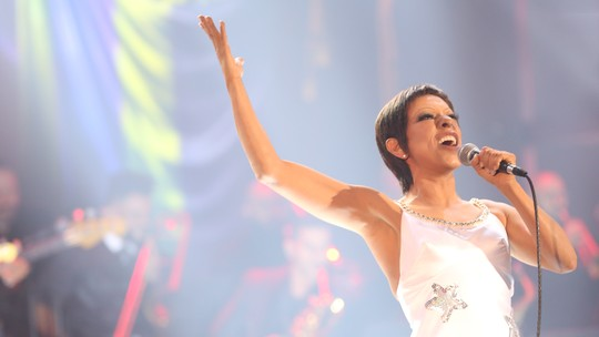 Samantha Schmütz exalta composição de Belchior que embalou seu show no 'Domingão'