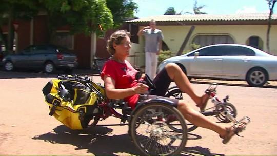 Francesa de 71 anos que viaja pelo mundo tem triciclo furtado no Paraná