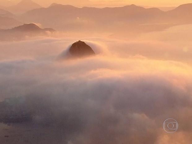Tapete de nuvem toma conta do céu no início da manhã desta terça-feira (26) (Foto: Reprodução / TV Globo)